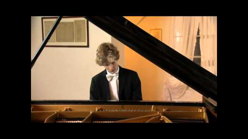 Jan Lisiecki - F. Chopin - Waltz Op. 64 No. 2