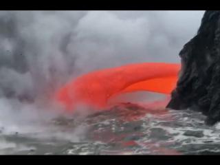 Суға жылыстаған лава