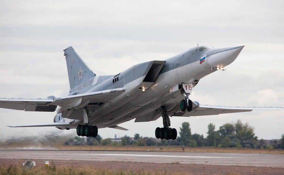 Російські літаки Ту 22 М3 над селищем Білокуракине