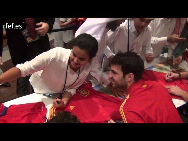 Los internacionales con la afición de la Selección en Catar