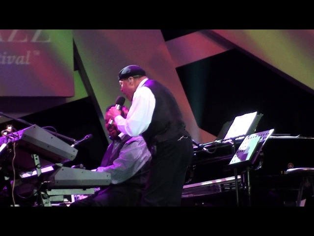 Al Jarreau feat. George Duke Trio - Aqua de Beber Mas Que Nada at Java Jazz Festival 2012