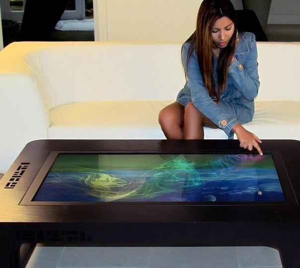 Интерактивный сенсорный стол, который состоит из деревянного корпуса, мощного компьютера и довольно большого жидкокристаллического дисплея.