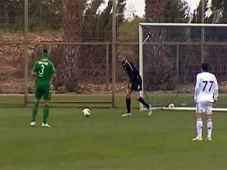 Спорт - Один из самых курьезных голов в истории футбола забит при помощи ветра - Первый канал