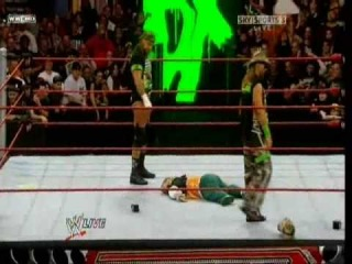 [Wrestling Matches]Triple H pedigree on Hornswoggle