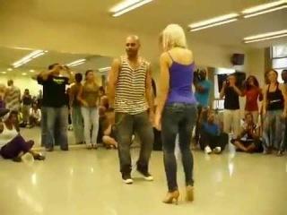 Удивительно Красивый танец попки.mp4