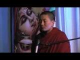 Буддийская монахиня Ани Чоин Долма поет исцеляющую мантру сострадания