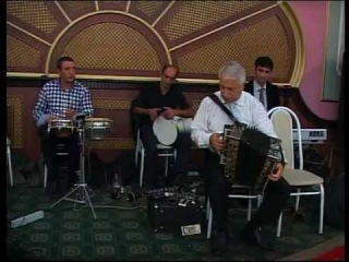Ханлар Джафаров , виртуоз игры на гармони. На свадьбе друга Ямудина 2012г.