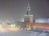 Столицу замело, москвичей просят не садиться за руль