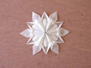 Лёгкая и воздушная оригами снежинка