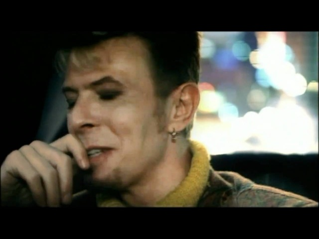 David Bowie (feat. Nine Inch Nails) - I'm Afraid of Americans (HD)