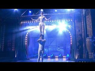Китайский акробатический балет `Лебединое озеро` - Вечерний Ургант - Видеоархив - Первый канал