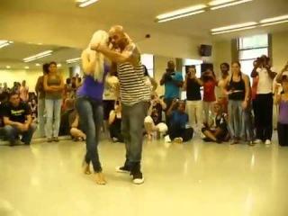 Стройная девушка танцует бачату - гипноз:)))