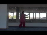 11-ти летняя девочка с синдромом Дауна танцует
