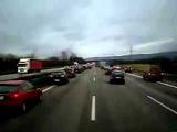 333 Смотрите, как в Германии пропускают машину с мигалкой