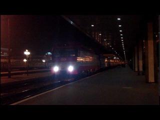 ЭП10-007 отправляется с поездом 2 Киев - Москва