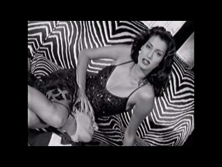 Vendetta Valentino Yasmeen Ghauri Commercial 1993
