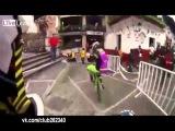 По узким улочкам да на BMX