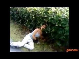 Девушки падают смешно раздвигая ноги!:) best fails!