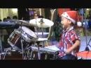 Юный барабанщик-виртуоз