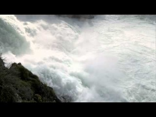 Рейнский водопад видео со скалы в центре водопада