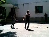 Девушка и парень красиво танцуют лезгинку