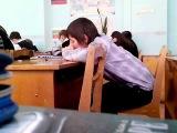 Школоло учится целоваться (или сосать:D)