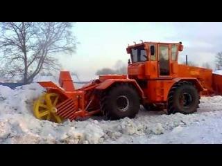 Дед Мороз И Снегурочка теперь прибывают в гости так:                                             К-701-700 БАЛТИЕЦТайное оружие гипербореев Снегоуборщик!