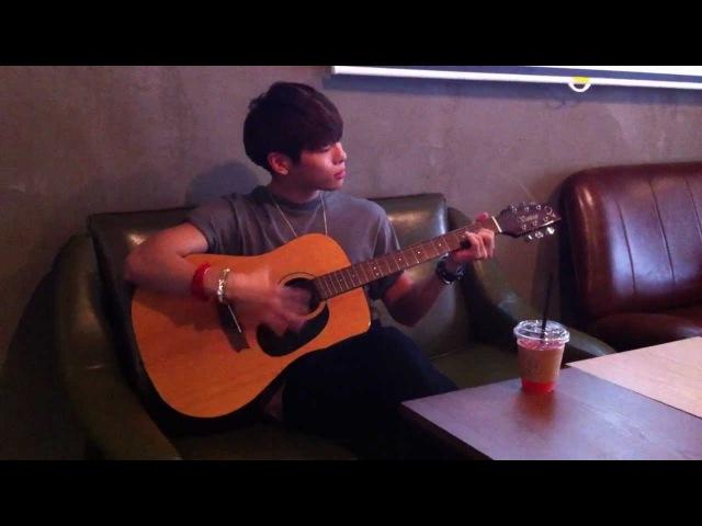 01.05.12 - Джонгхён играет на гитаре:)
