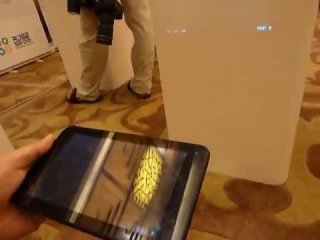 Первый в мире планшет с встроенным проектором!