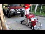 Miniatura de Caminhao Reboca um Carro - Imprescionante
