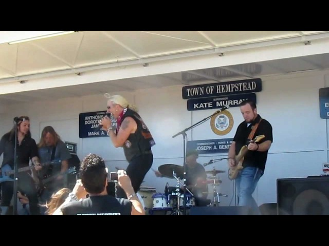 Dee Snider - Highway to Hell (AC/DC cover) (Bikers For Babies, 15.09.2012)