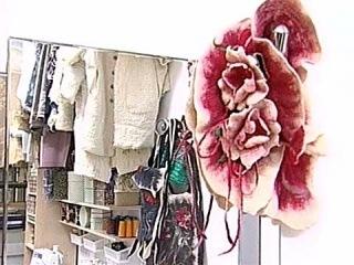 О том, как из старых носков и варежек сделать модную одежду, игрушки и детали интерьера - Первый канал