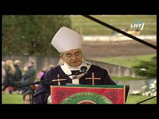 Kardinolas Audrys Juozas Bačkis: ant kapo uždegta žvakė yra lyg meilės šviesa (2012 11 01)