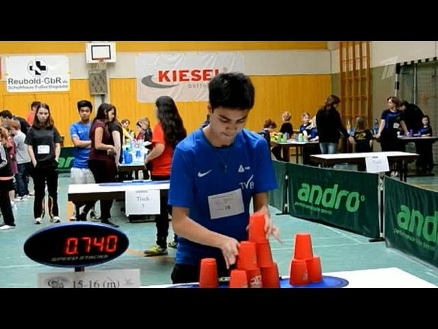 Реакцию и ловкость рук продемонстрировал 15 летний Шон Нгиен из Германии на необычном Чемпионате Первый канал