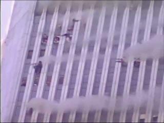 Люди выпрыгивают из окон башен близнецов. Терракт 11 сентября 2001 года.