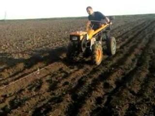 Посадка картошки мотоблоком Кентавр