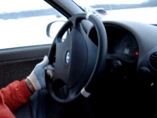 Как крутить руль при заносе