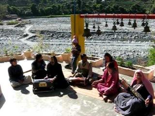 BHOLE BABA Bhajan Jam & Gufa Side Tour Mukandi Lal & Haidakhandis India