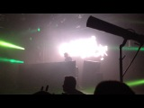 Porter Robinson plays Helvetic Nerds - Blood Pressure (EDX &amp Leventina Mix) Live.