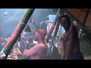 AZARI &lll - LIVE DJ SET @ FREAKS VILLAGE 2011