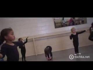 Малышка смешно танцует смотреть онлайн приколы. Видео, смотреть