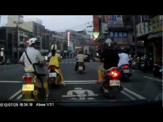 http://avarii.com Guys on Scooter Robbed a Girl