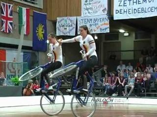 Девушки творят чудеса на велосипедах! ltdeirb ndjhzn xeltcf yf dtkjcbgtlf!