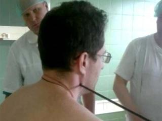 Столичные врачи прооперировали мужчину, раненного в шею шальной стрелой