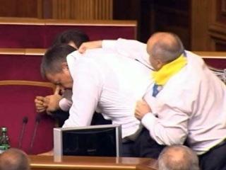 После драки в украинском парламенте звучат призывы распустить Верховную Раду - Первый канал