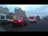 VIP-кортеж остановил на Кутузовском проспекте «скорые» с мигалками
