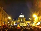 Армяне перед сенатом Франции поют старую Западно армянскую песню Спасибо тебе Франция !!!