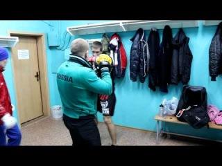 Александр Сарнавский перед боем с Леном Бентли 11.02.2012