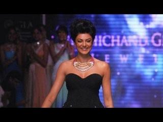 India International Jewellery Week 2012: Sushmita Sen Walks The Ramp For Birdichand Ghanshyamdas