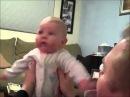 Малыш испугался пылесоса / Kid scared of vacuum
